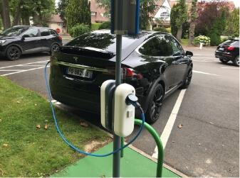 Recharge Tesla voiture électrique