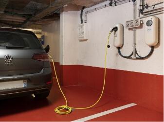Chargement d'une voiture électrique