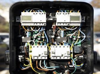 Intérieur d'une borne de recharge